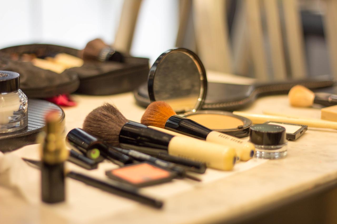 make-up-3408991_1280